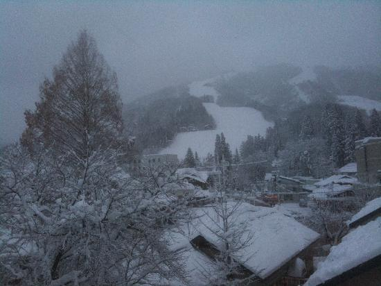 Hakuba Springs Hotel: View of Happo-one slopes from our room