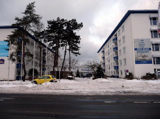 BEST WESTERN Hanse Hotel Warnemünde: Hotelansicht von der Parkstr. her