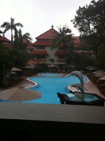 White Rose Kuta Resort, Villas & Spa: White Rose Hotel pool area