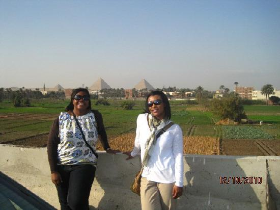 Egypt Bargain Tours: A beautiful place with a view of Giza Pyramids & an Oasis.