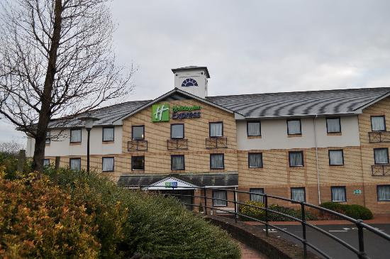 Holiday Inn Express Swansea East: hotel