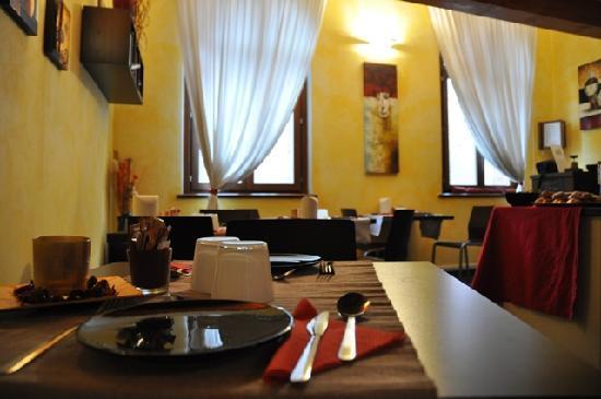 Zen Room&Breakfast: la bella sala colazione, di stile e con una bella vista sul castello