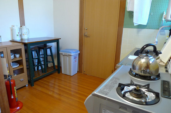 Ryokan Seifuso: Shared kitchen area