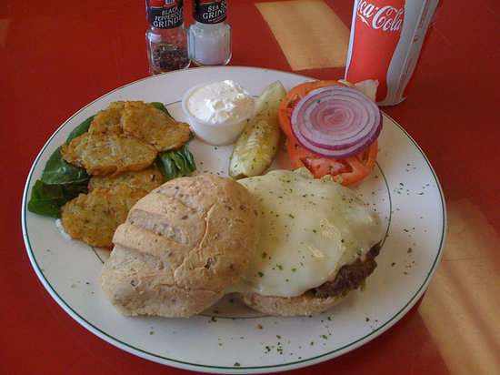 Chad's Deli & Bakery: Cheeseburger Lunch