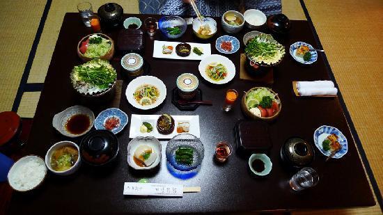 ทานาเบะ เรียวกัง: The amazing dinner served in our room