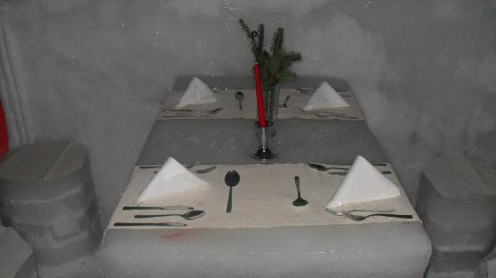 Ice Hotel Romania: table
