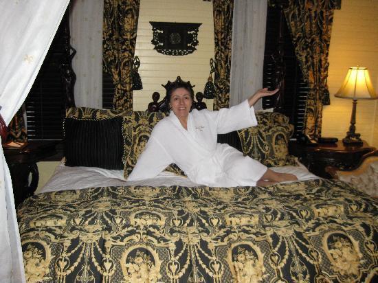Coombs House Inn: My wonderful room. I felt like a Princess