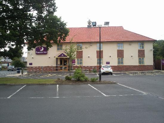 Premier Inn Telford North Hotel: Front view of the hotel