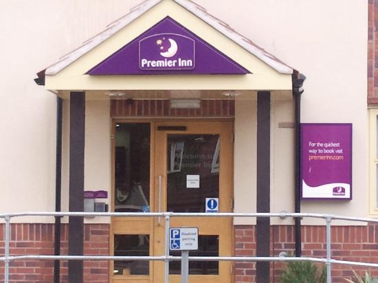 Premier Inn Telford North Hotel: Automated entrance into the hotel