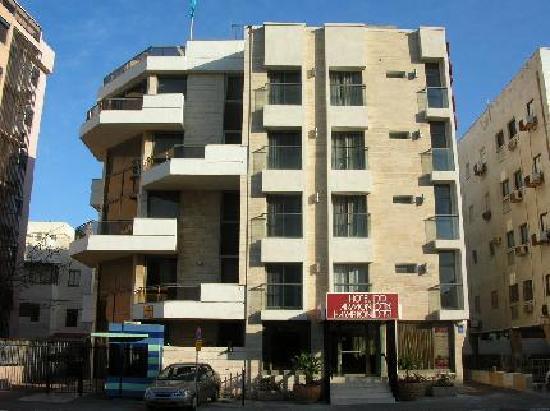 Armon Hayarkon: Hotel's Front Entrance