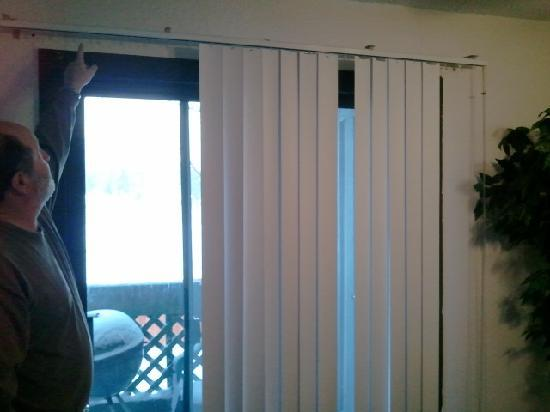 Boulder Creek Resort: missing slats on mini blinds