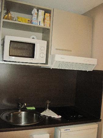 Ténéo Apparthotel Talence : The kitchen