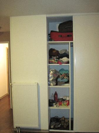 Teneo Apparthotel Talence: Closets