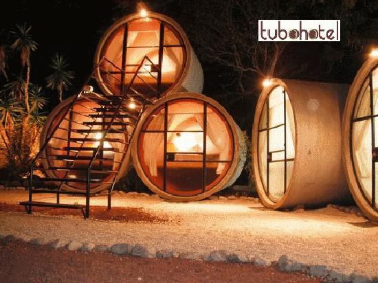 Tubohotel : All rooms are set up around a common courtyard to chill and hang out at night