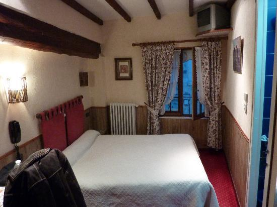 Hotel Mignon: Bed