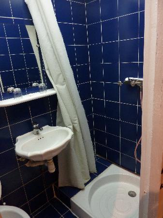 Hotel Mignon: Bathroom