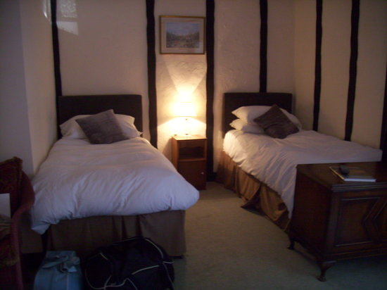 The Ostrich Inn: Single beds in room 3