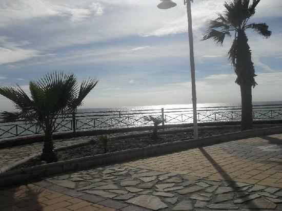 Mediterraneo Apartments: walking along the front DECEMBER