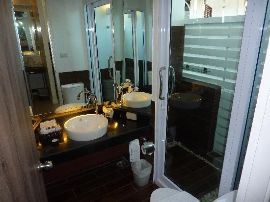 Al's Laemson Resort: Bathroom in Master