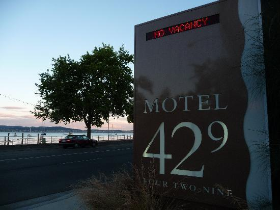‪موتل 429: Motel 429 water view‬