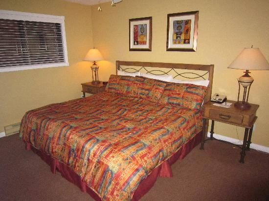 Lake Okanagan Resort: bedroom