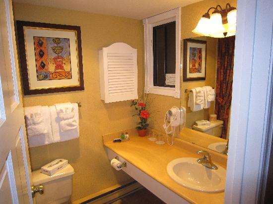 Lake Okanagan Resort: bathroom