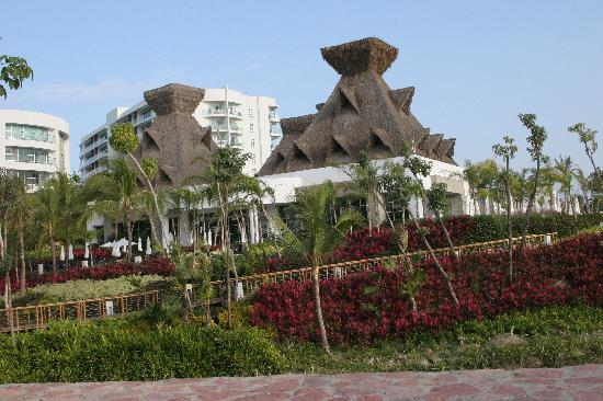 Mayan Palace at Vidanta Nuevo Vallarta: cafe de lago (best breakfast)