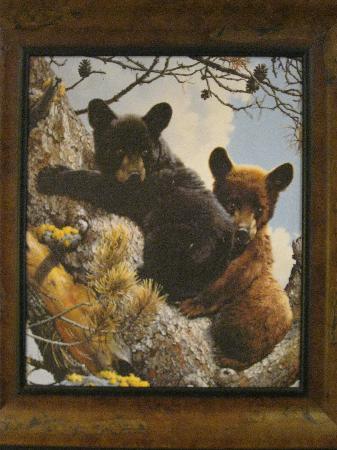 Alpine Village Suites : Cute Alpine Village bear decor.