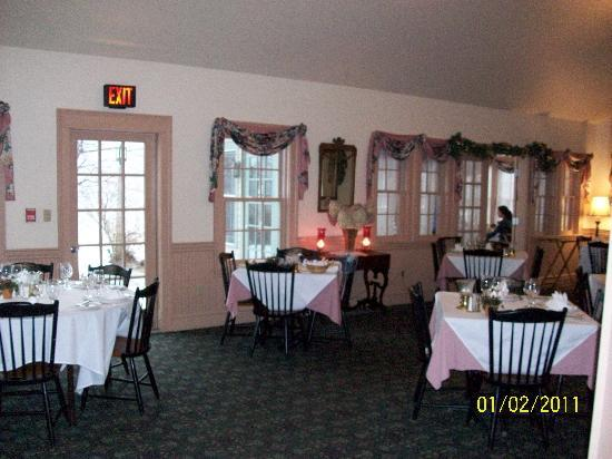West Chesterfield, NH: The Inn's dining room