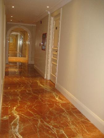 Hotel Sainte Jeanne: Interior Hallway