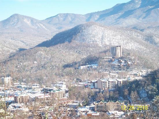 ‪ريفر بيند إن: Gatlinburg from Smoky Mountain National Park‬