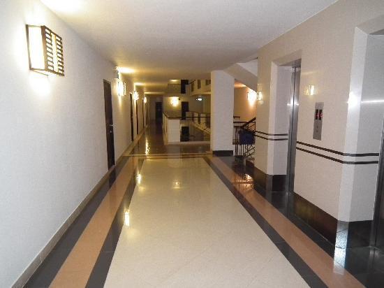 The Dome Residence: corridor