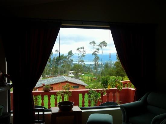 Ali Shungu Mountaintop Lodge: vue du salon du lac San Pablo