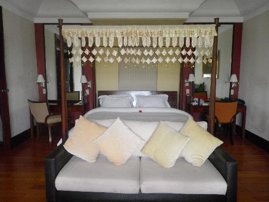 Anhera Suite: Our bed