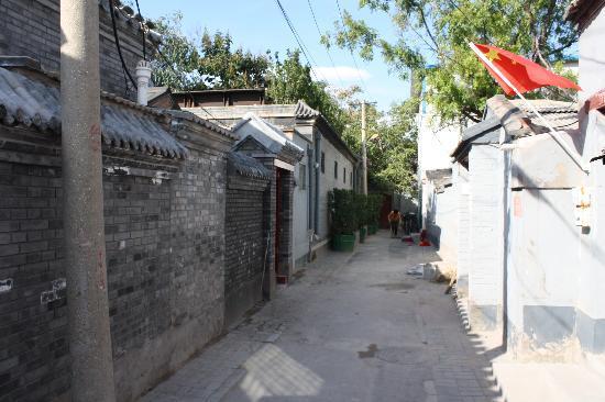 Alleyway leading to Kellys Courtyard
