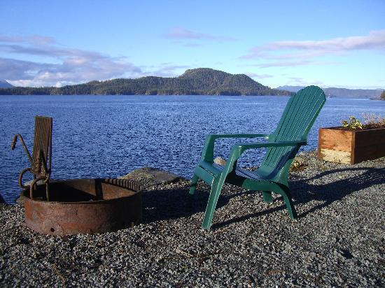 Otter's Cove Bed & Breakfast: firepit, place of our marriage proposal!