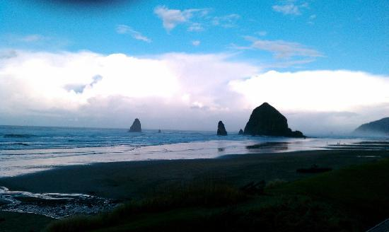The Ocean Lodge: Haystack Rock