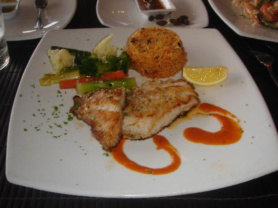 The Cliff Bar and Grill: The catch of the day 'White Snapper' = 690BHT