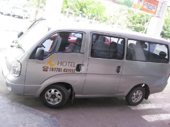 Grands I Hotel: minibus