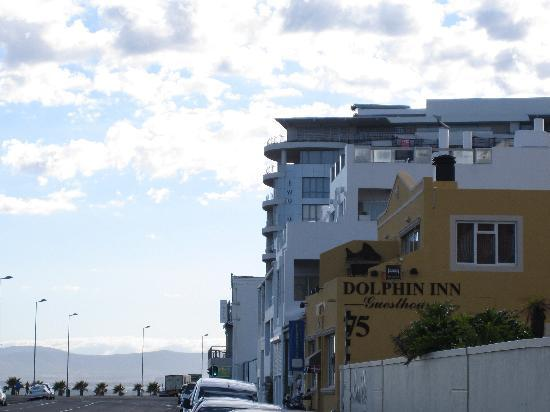 Dolphin Inn Guesthouse, Mouille Point: Side view