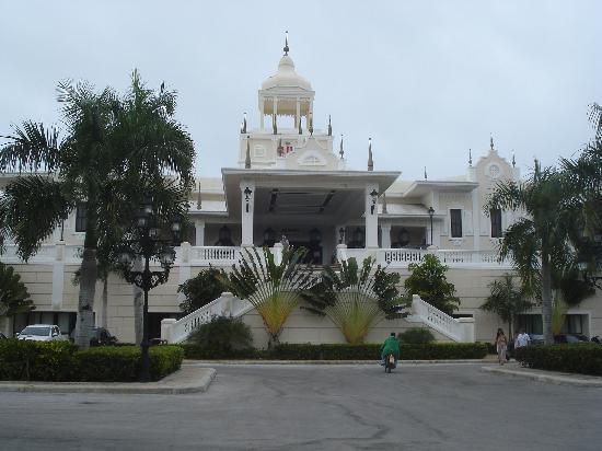 Hotel Riu Palace Punta Cana: Front of Building