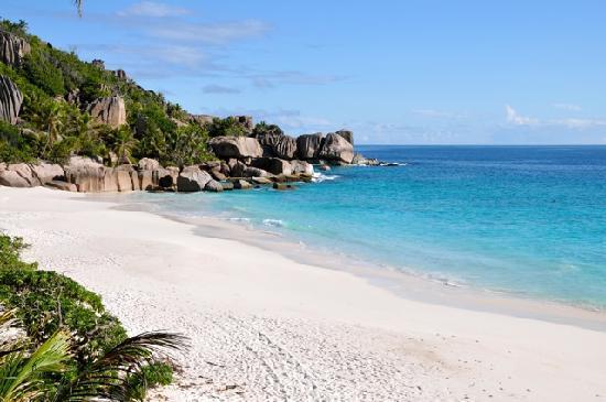 Le Chateau de Feuilles: Private beach SIsters Islands