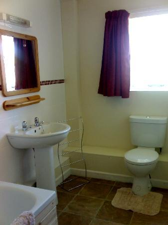 Lancombes House: Claydon Cottage - Bathroom