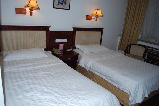 Yingu Hotel - Harbin: bed