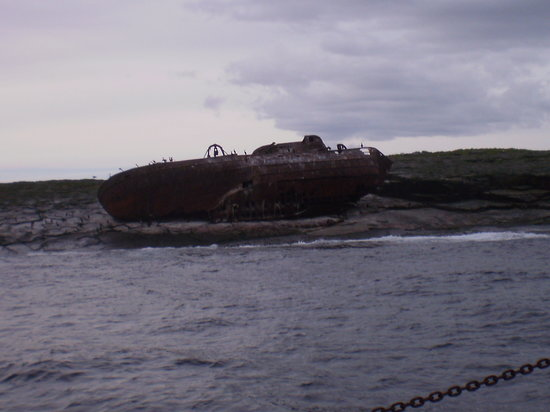Pettlandssker Boat Trips - Day Trips: The skipper showed us a wrecked ship