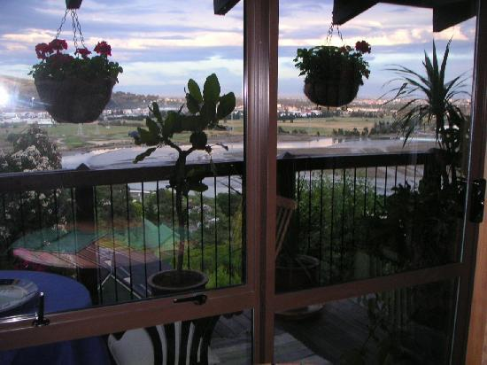 Mt Pleasant Bed and Breakfast: The balcony and beyond