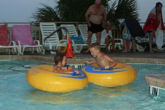 Coral Beach Resort & Suites: Lazy river ride a must!