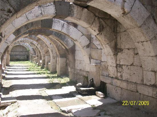Agora Open Air Museum: Izmir Roman Ruins