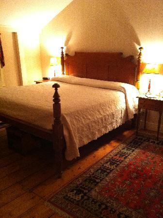 Griswold Inn: The bedroom