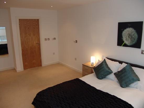 Quay Apartments: En-suite Bedroom